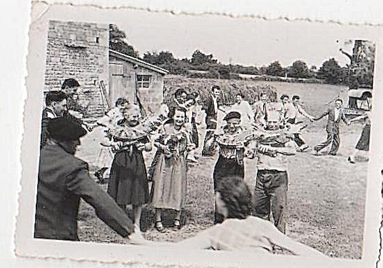 Coutumes D'hier Du Mellois Pays 1950 D Traditions En Mariage Et Zqxr7Zg1