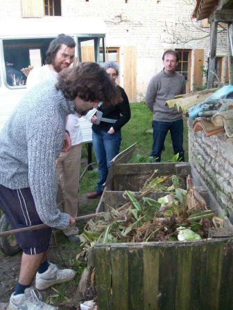 L atelier faire soi m me le compost les ateliers de - Faire du compost en appartement ...